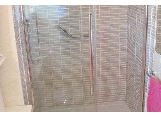 shower with tiled walls